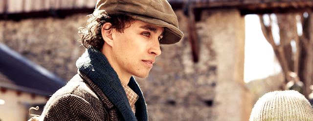 robbie sheehan cast in Mortal Engines