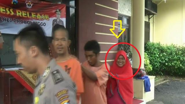 Salah satu adalah ibu setengah baya bernama Nur Halimah (55), warga Desa Sumberlele, Kabupaten Probbolinggo.