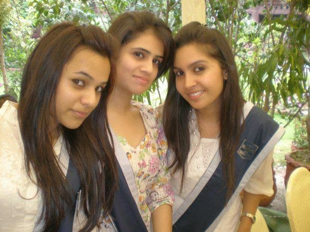 Hot Local Pakistani College Girls In Uniform Photos -8527