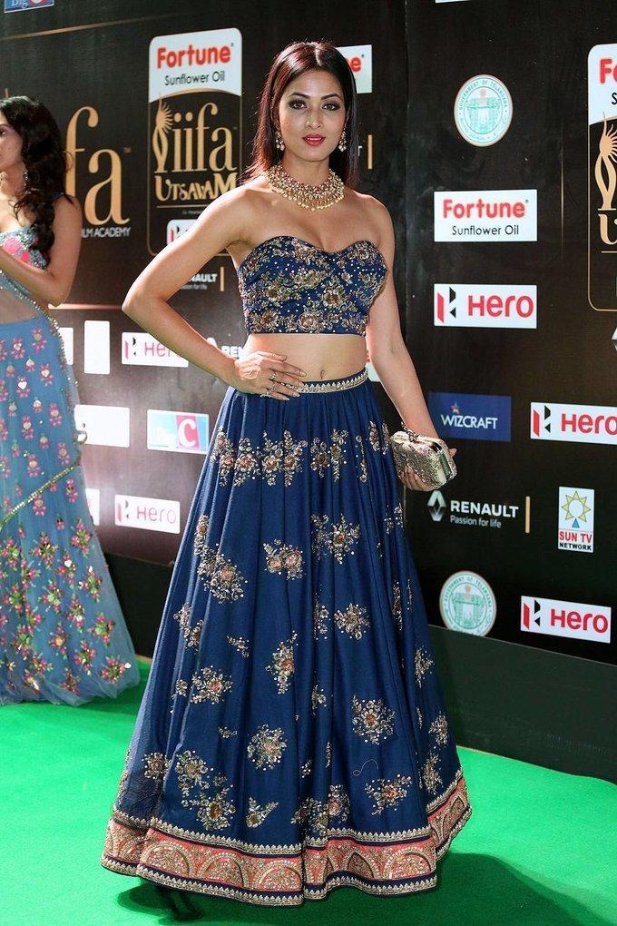 Vidisha Hot Hip Navel Show In Blue Dress At IIfa Awards 2017