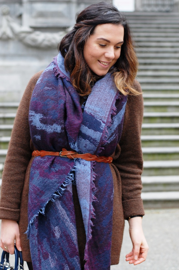 Wilfred by Aritzia Deconstructive blanket scarf and Wilfred free sweater dress blogger outfit