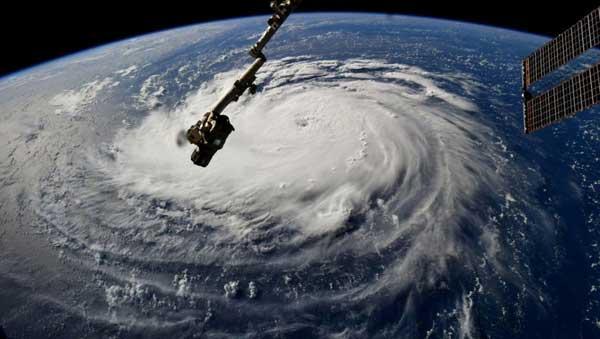 vídeo de la aproximación del huracán Florence (categoría 4), visto desde satélite, aproximándose a las costas de Estados Unidos