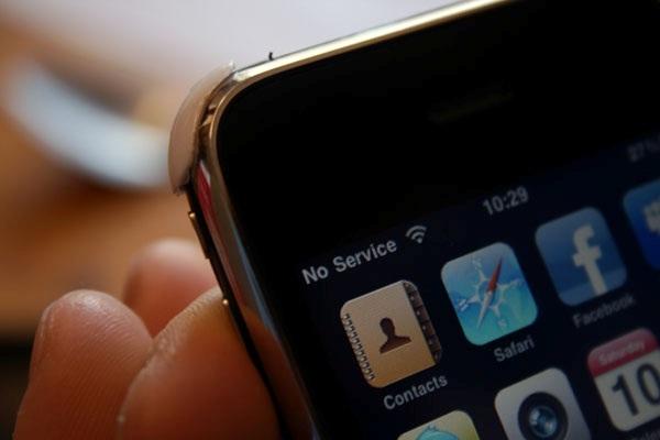 """Sebuah smartphone tentunya tidak akan bermanfaat jika tidak adanya sinyal yang dapat ditangkap. Bagi negara berkembang, seperti Indonesia, hilangnya sinyal mungkin disebabkan oleh penyebaran yang kurang luas dari penyedia layanan operatornya. Namun, permasalahan munculnya """"No Service"""" pada bar sinyal tidak melulu karena kesalahan operator."""