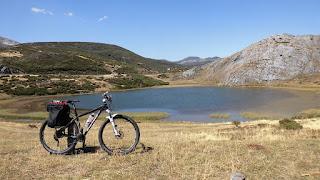 http://sendaycarretera.blogspot.com.es/2015/08/lago-de-isoba-cicloturismo.html