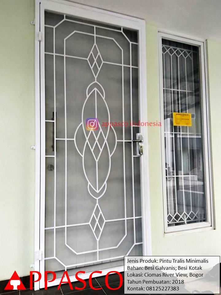 Pintu Teralis Besi Minimalis Model Unik Modern di Ciomas River View Bogor