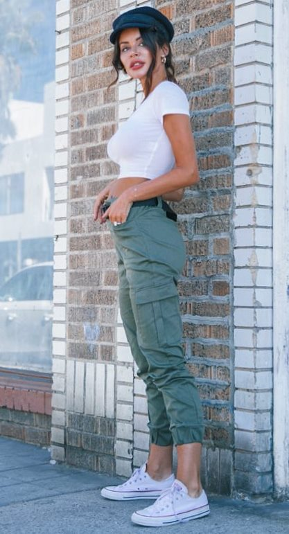 casual style perfection / hat + white tee + khaki pants + white converse