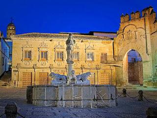 Baeza - Plaza del Pópulo y Fuente de los Leones