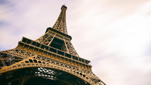 In vendita un pezzo di Torre Eiffel