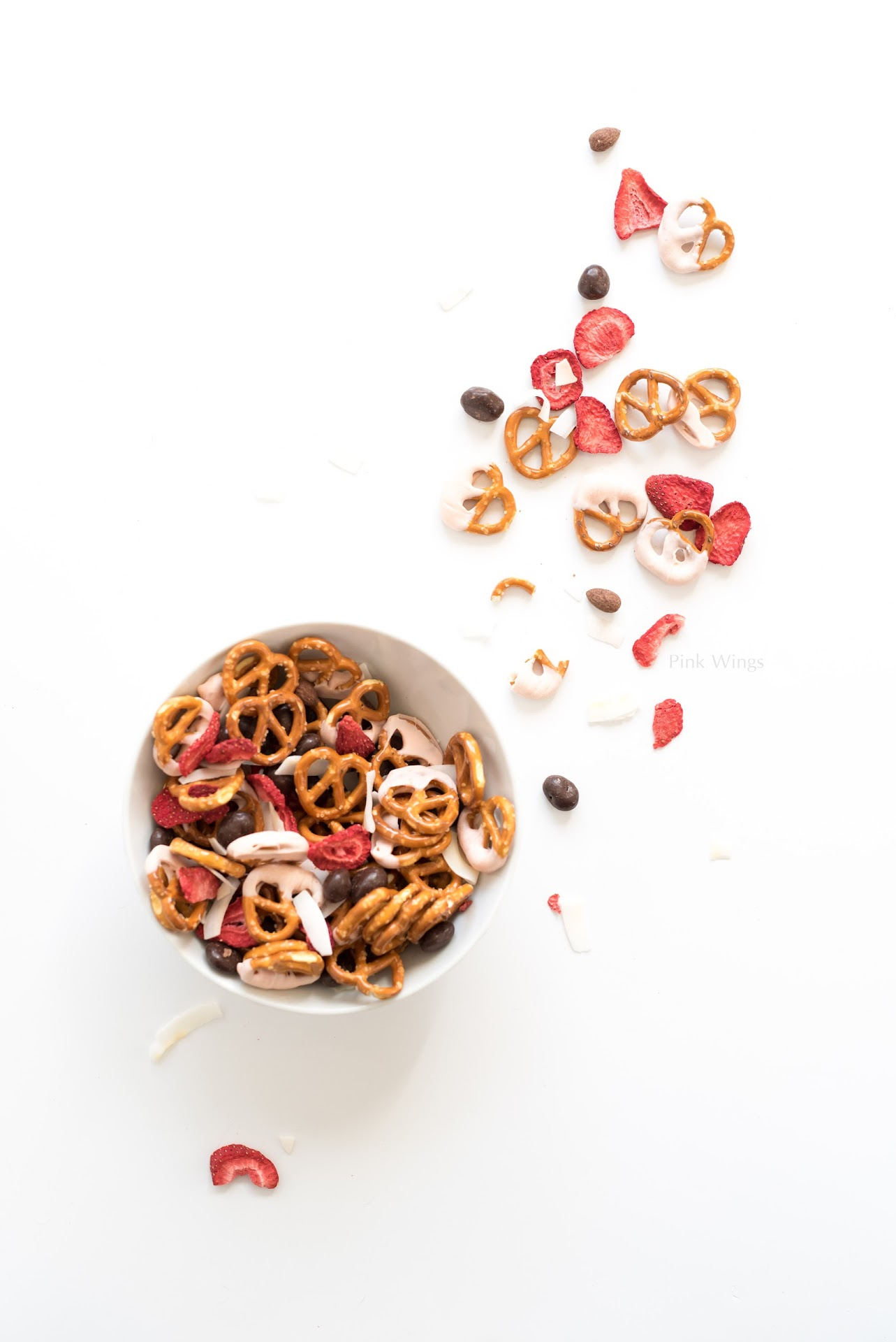 strawberry chex mix, christmas snack mix, snack mix recipes, party food ideas for adults, finger foods, party appetizers, birthday party food, kids party food, party food recipes, sweet chex mix recipe, healthy snack ideas, party snack mix, easy party food