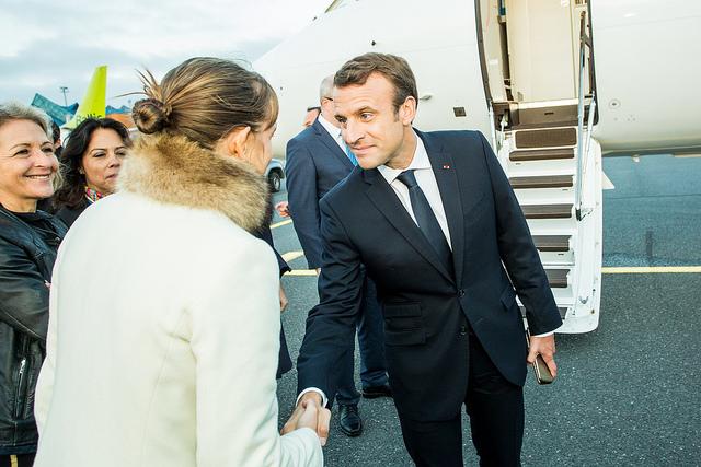emmanuel-macron-republique-bannaniere-exemplaire-arrogance-scandale-liste-quinquennat