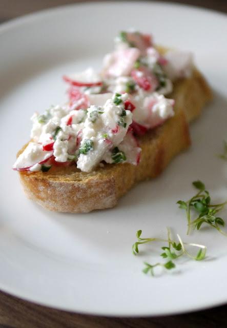 Hüttenkäse mit Radieschen und Schnittlauch| Frühstück | Rezept | Essen