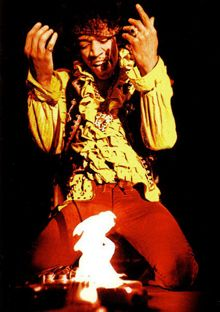 Jimi Hendrix Quemando la Guitarra