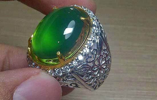 14. Batu Akik Super Green Chalcedony