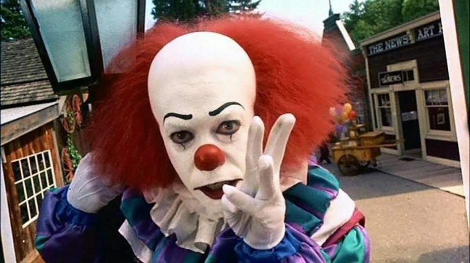 Tim Curry dans Il est revenu, de Tommy Lee Wallace (1990) clown ça