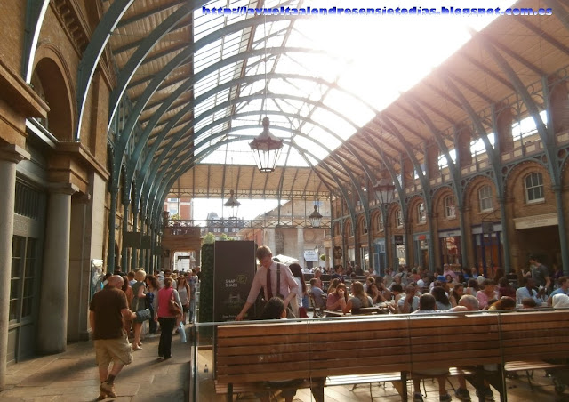 Interior del mercado de Covent Garden