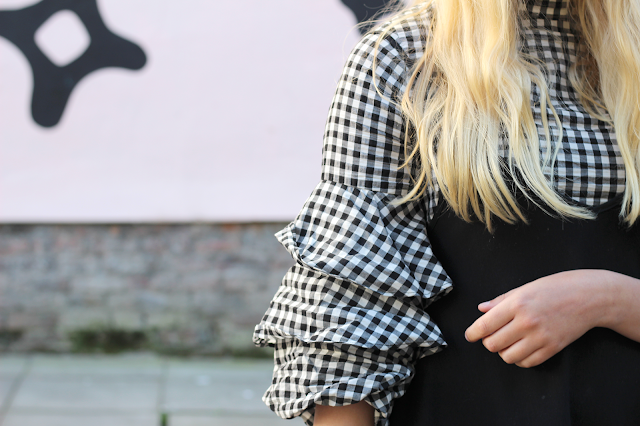 ruffle sleeves fashion blogger