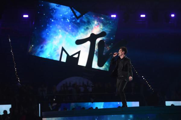 Fotos e vídeos do Panic! at the Disco no MTV EMA 2018