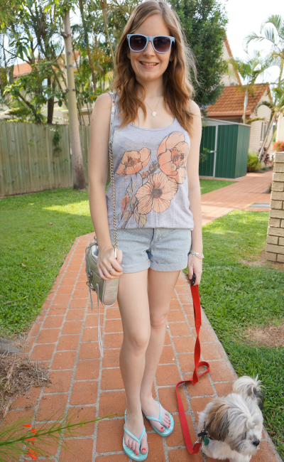 casual summer graphic tank and shorts outfit combo