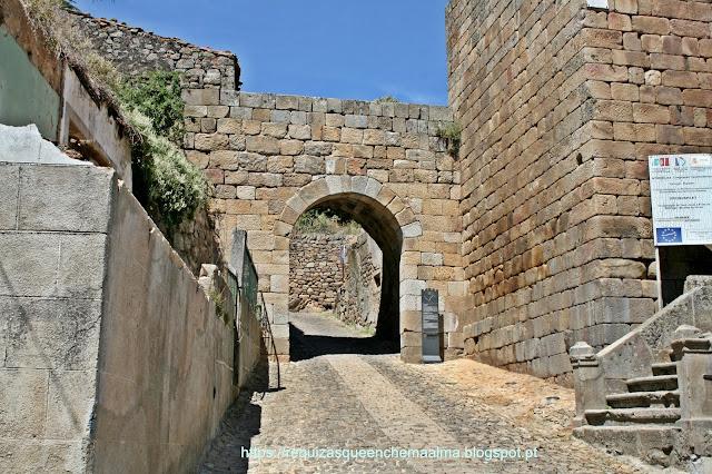 Porta de São Tiago Castelo de Pinhel