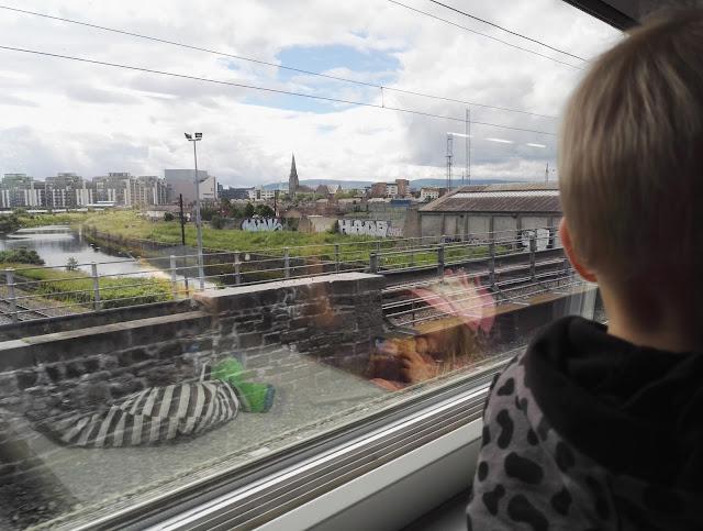 junasta maisemat irlanti
