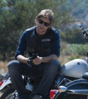 Zloves Entertainment Blog Opie Dies On Fx Show Sons Of Anarchy