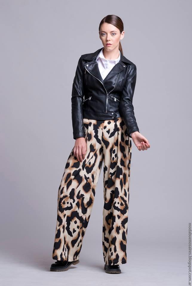 Campera de cuero y pantalón palazzo animal print Dominga Dominó. Moda invierno 2016 para mujer.
