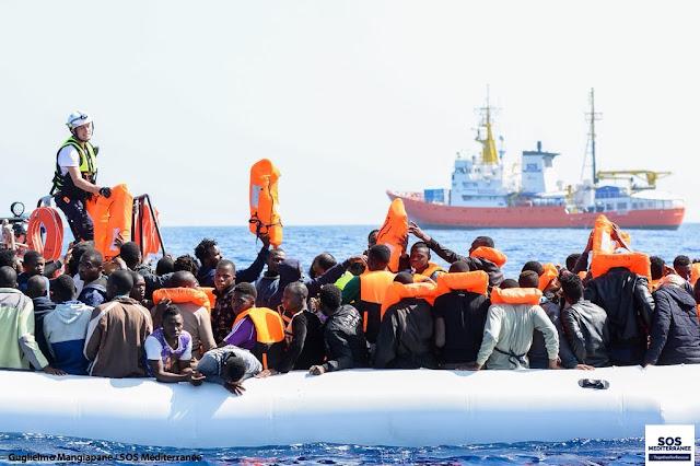 Migrantes recogidos por el barco Aquarius
