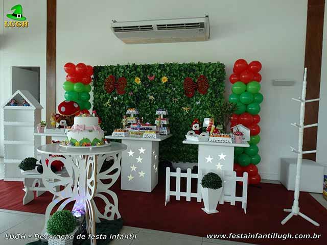 Decoração Tinker Bell em mesa de aniversário com muro inglês