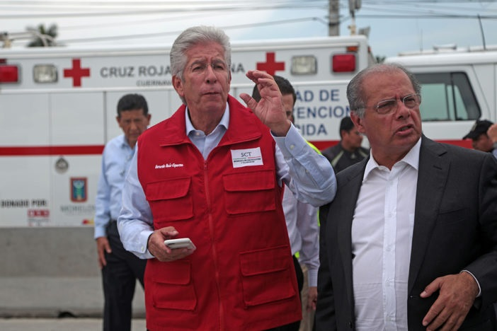 Ruiz Esparza buscó negociar indemnización con familia por socavón: abogado
