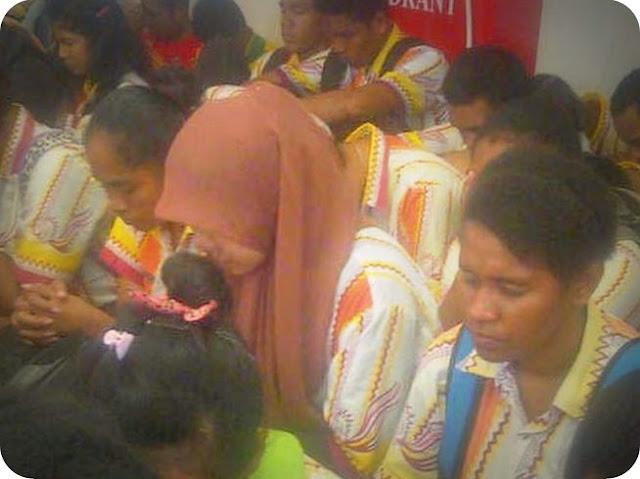 Hadapi USBN, Siswa SMP di Biak Numfor Berdoa Bersama