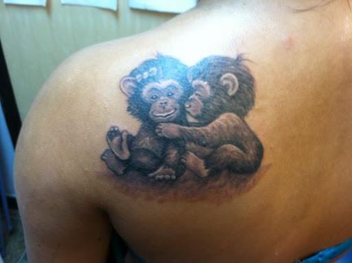 Carinhoso baby macacos