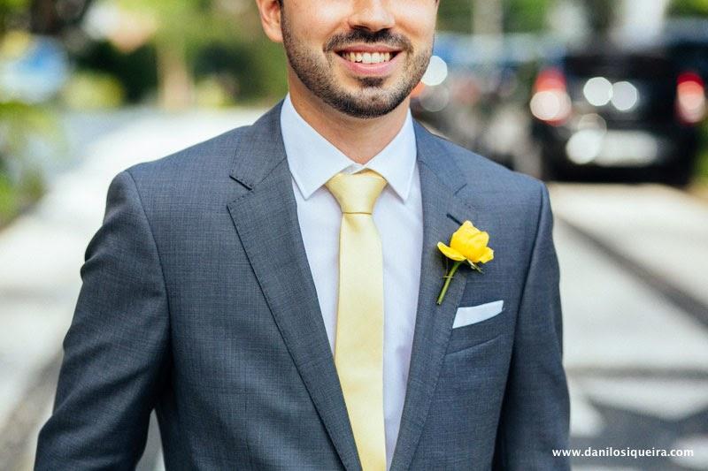 noivo - lapela - gravata amarela - gravata amarela noivo - cerimonia - casamento de dia - casamento ao ar livre