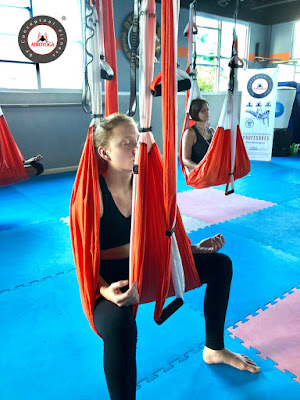yoga aereo, yoga aerea, aeroyoga, puerto rico, usa, suspension, gravity, body, anti, age, gravedad, columpio, trapeze, hamaca, hammock, cursos, formacion, teacher training, profesores