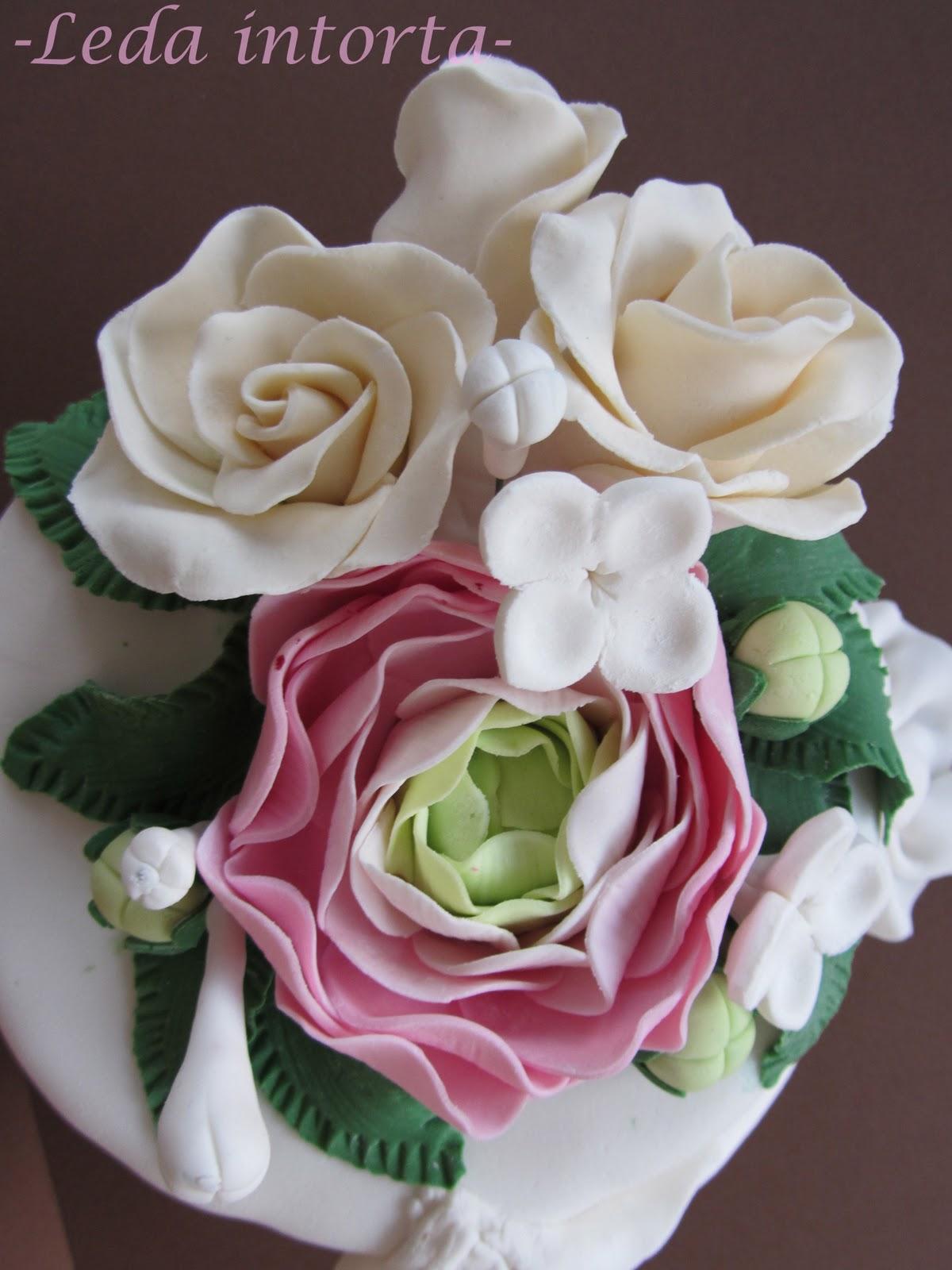 Torta con pasta di zucchero decorazioni