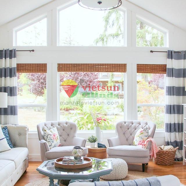 Tùy vào không gian thiết kế ngôi nhà mà lựa chọn rèm tre che nắng phù hợp.