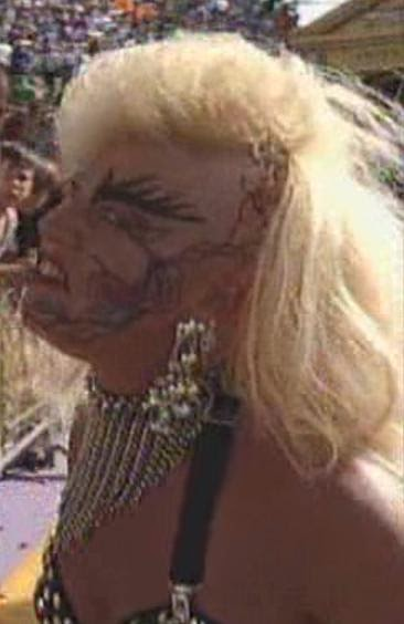 WWE / WWF WRESTLEMANIA 9: Luna Vachon was in the company of Intercontinental Champion, Shawn Michaels