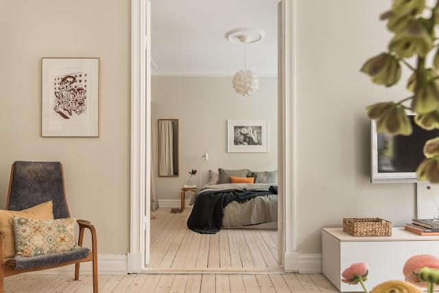 Decor relaxat și tonuri naturale de culoare într-un apartament de 62 m²