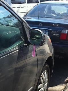 reparando espejo del auto