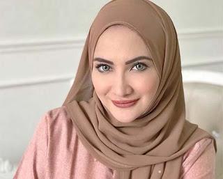 Natalie Sarah Berhijab