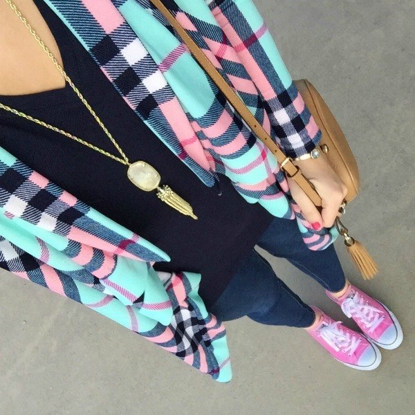 pink converses, mom style, plaid cardigan