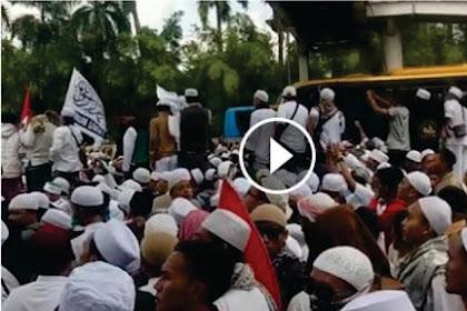 Allahu Akbar! Langit di Depan Polda Metro Jaya Tiba-tiba Redup Setelah Orator Berdzikir [Video]
