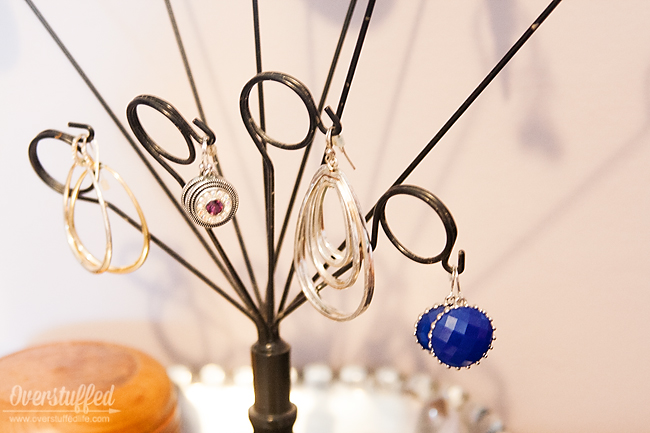 Organize all your dangly earrings with a picture holder. Great way to see the jewelry you have! #overstuffedlife
