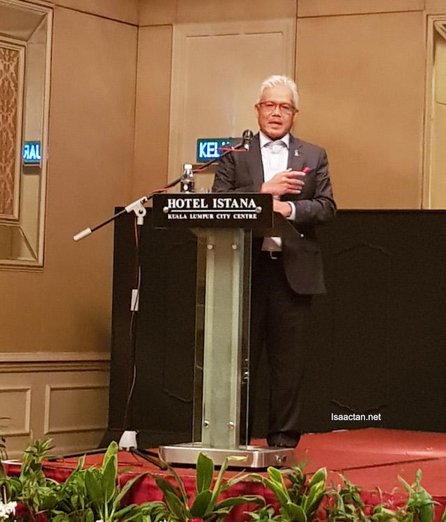 Datuk Seri Hamzah Zainudin, Minister of KPDNKK giving his speech