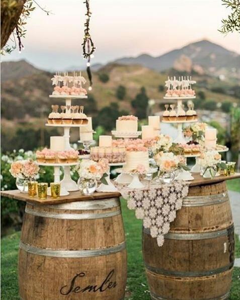 Una fiesta rustica y campestre con barriles de vino for Decoracion rustica campestre