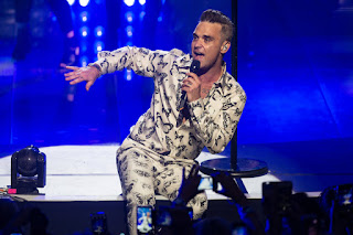 3 years after last concert Robbie Williams returns