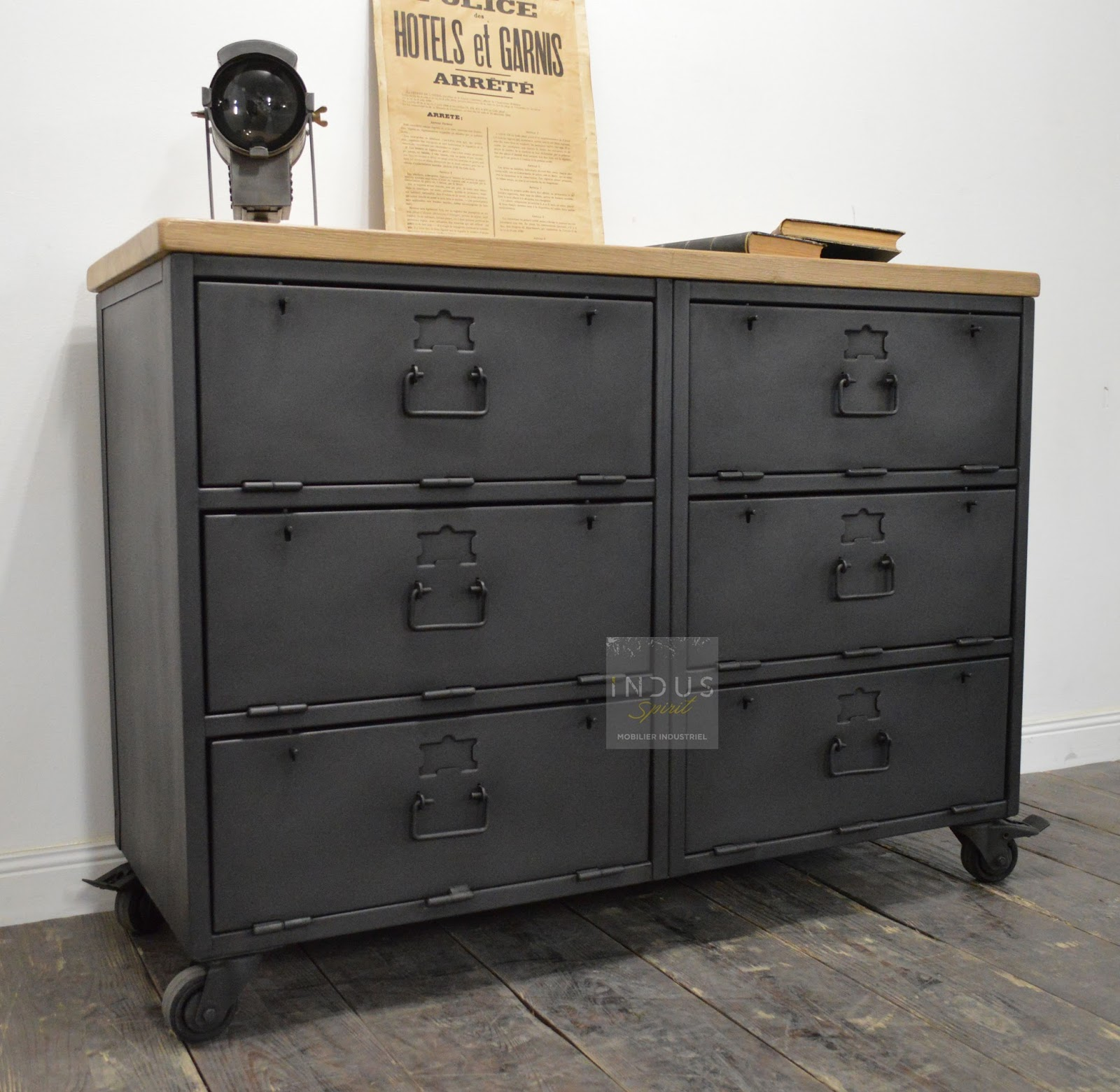 buffet style industriel buffet loft industeel buffet style industriel villefranche de rouergue. Black Bedroom Furniture Sets. Home Design Ideas