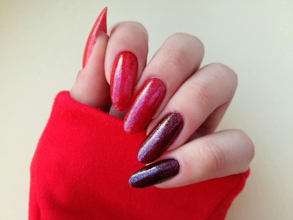 czerwone paznokcie i brokat