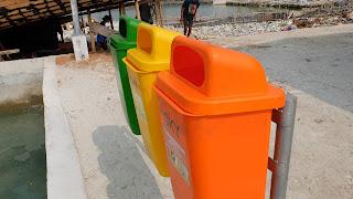 banyak sampah di pulau harapan