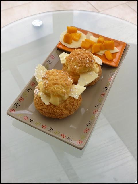 Chou à la mangue, crème vanillée
