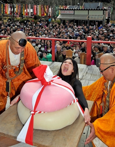 Godairiki-san with Giant Rice Cake Lifting Competition, Kyoto